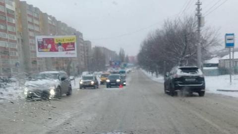 В Саратове в районе автовокзала столкнулись два джипа