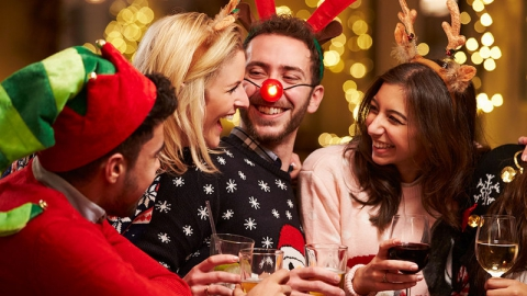 Почти 80 процентов россиян отметят Новый год дома