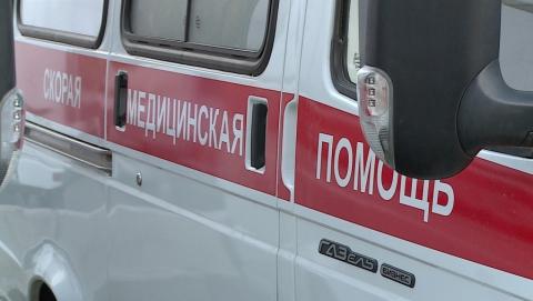 В Саратове автоледи на иномарке врезалась в опору ЛЭП