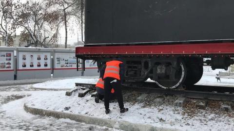 Вандалы повредили праздничную иллюминацию на паровозе в сквере Железнодорожников
