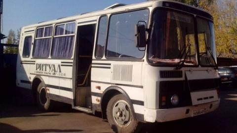 """На кладбище в Увеке ритуальный автобус сбил пешехода и врезался в """"Ягуар"""""""