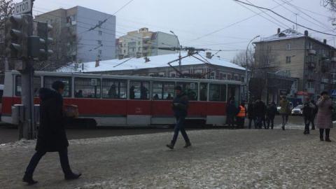 В Саратове сошел с рельсов трамвай 3-го маршрута
