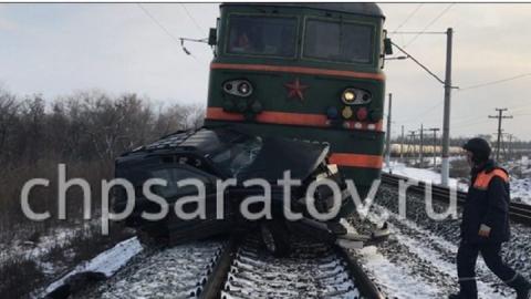 Опубликовано видео с места столкновения поезда и джипа под Саратовом