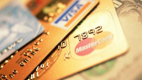 С потерянной банковской карты саратовца сняли 26 тысяч  рублей
