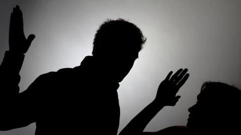Саратовца оштрафовали за избиение женщины
