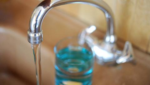 Жителям центра отключили холодную воду из-за ремонта на водопроводных сетях