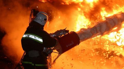 Ночью в Саратове горела дверь аптеки на Тархова