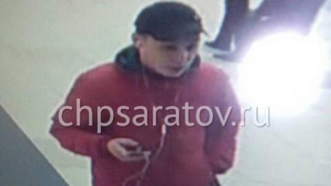 """В Саратове разыскивают четверых подозреваемых в краже из """"Хэппи Молла"""""""