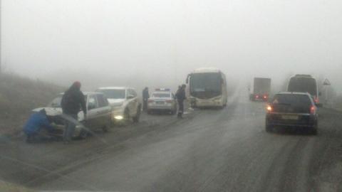 На выезде из Саратова произошла массовая авария с фурой и автобусом