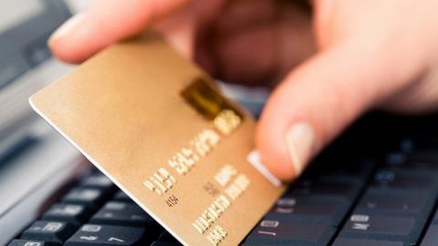 Вор-рецидивист украл с банковской карты саратовца пять тысяч
