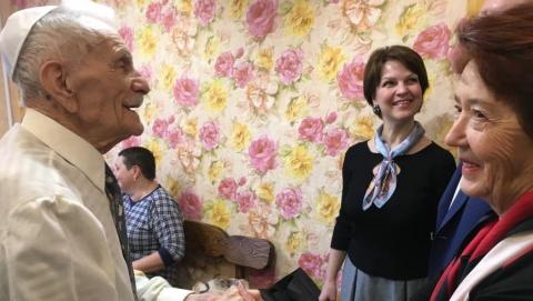 Ветерана Великой Отечественной войны Михаила Мейера поздравили со столетним юбилеем