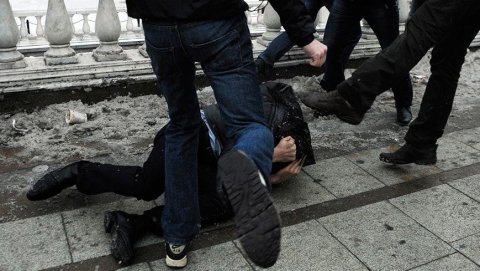 В Саратове в канун Нового года подростки избили и ограбили мужчину
