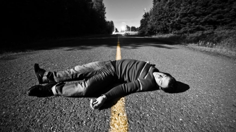 В Питерском районе водитель без прав задавил лежавшего на дороге мужчину