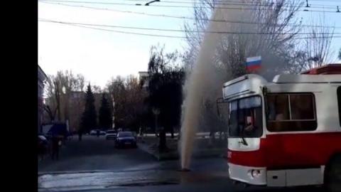 Возле Театральной площади забил коммунальный фонтан