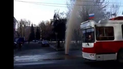 """Причиной """"фонтана"""" у Театральной площади стал срыв пожарного гидранта"""
