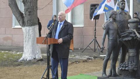 """В Саратове открыли скульптурную композицию """"Хлеб - всему голова!"""""""