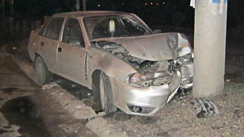 Ночью в Балашове пьяный водитель врезался в столб