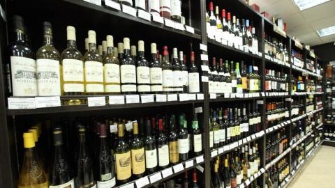 Росгвардейцы поймали похитившего спиртное саратовца в дверях магазина