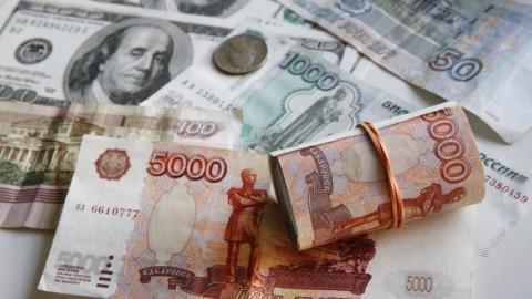 Центробанк впервый раз в2015 году снизил курсы доллара иевро