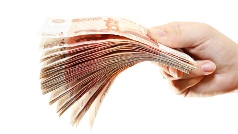 Молодую девушку заподозрили в краже денег из банка