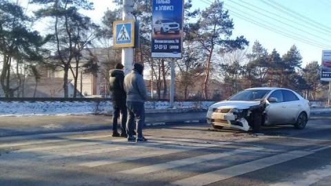 """На въезде в Энгельс затруднено движение из-за столкновения """"Тойоты"""" и """"Киа"""""""
