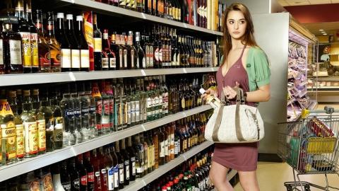 Полицейские раскрыли кражи джемперов и алкоголя