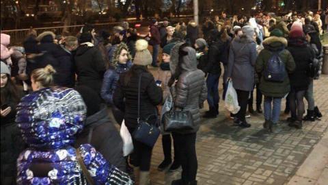 """В Саратове из """"Триумфа"""" эвакуируют посетителей"""