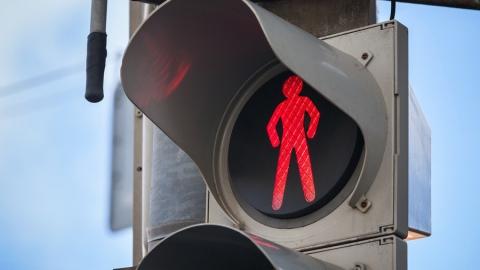 """Пешеход-нарушитель попал под колеса """"Волги"""" на Московском шоссе"""