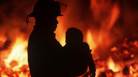 Пожарные спасли с горящей квартиры в Балаково трех человек