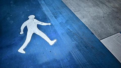 В Балаково водитель легковушки сбил молодого человека