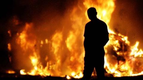 В Красном Куте местный житель поджог подъезд дома