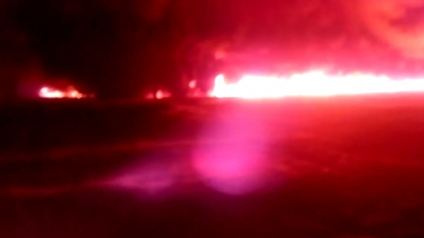 Под Энгельсом из-за прорыва нефтепровода загорелись жилые дома