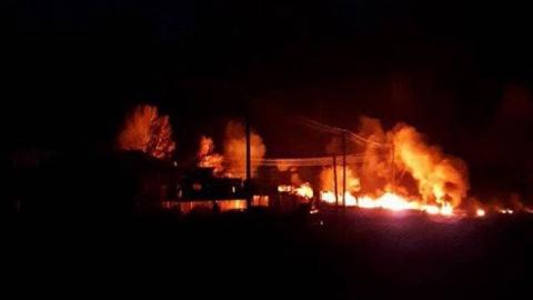 МЧС заявило о ликвидации горения домов и нефти под Энгельсом
