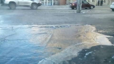 На перекрестке улиц Чапаева и Советской прорвало водовод
