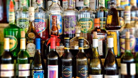 Саратовца осудили за покупку алкоголя по чужой карте