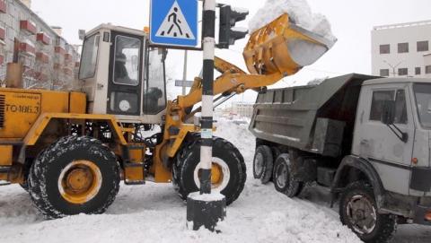 На уборку снега в Саратове вышли 145 рабочих