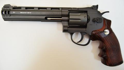 Полицейские нашли в квартире 82-летнего саратовца патроны и револьвер