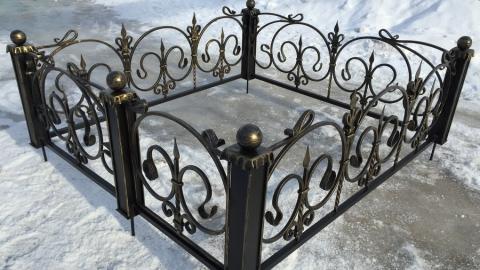 Саратовские полицейские раскрыли кражу оградки с могилы бабушки