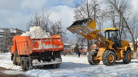 Более трех тысяч кубометров снега вывезли с улиц Саратова