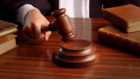 Бывшего дорожного полицейского осудили на восемь лет за взятку