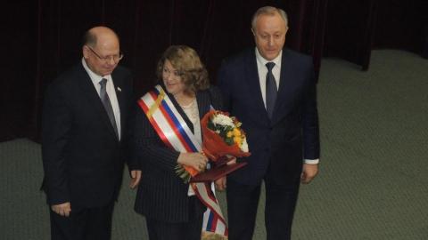 Римме Беляковой вручили регалии к званию Почетного гражданина Саратовской области