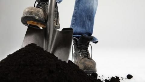 """Осужденные саратовцы будут работать землекопами в """"Ритуале"""" и маркерами в ночном клубе"""