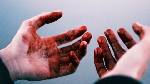 Саратовец зарезал одного приятеля иранил другого. Вынесен вердикт