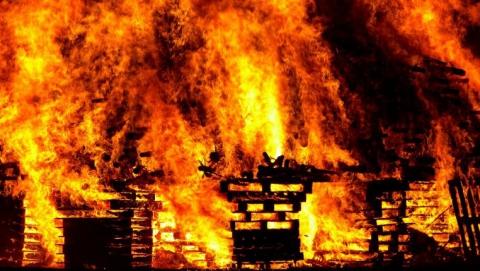 Изгорящего дома наПономарева спасли 18 человек— ГУМЧС