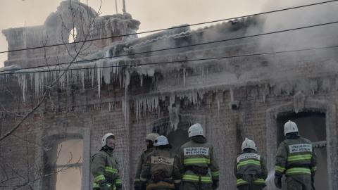 Валерий Радаев распорядился проработать планы по расселению жильцов сгоревшего дома на Аткарской