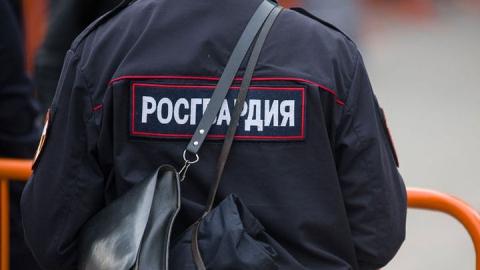 Жители Балаково сообщили в Росгвардию приметы искавшего закладку с наркотиками мужчины