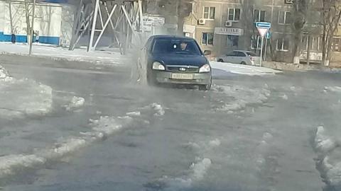 В Саратове Перспективную залило водой после коммунальной аварии