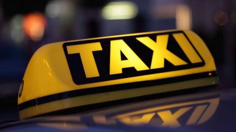 Водитель такси потерял сознание и врезался в автобус