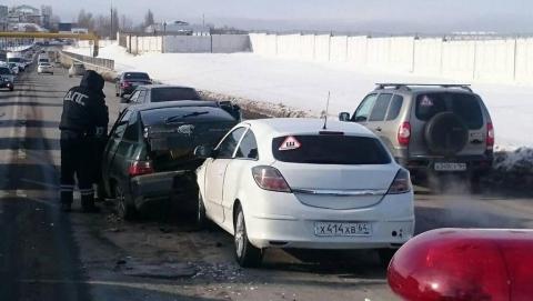 В аварии в районе аэропорта пострадал водитель иномарки