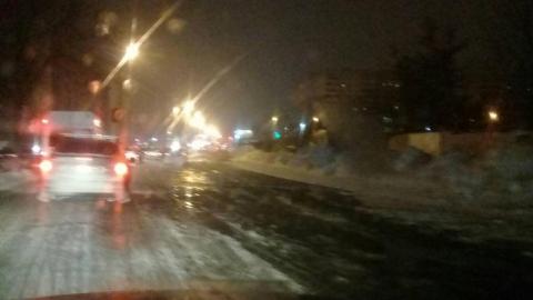 В Саратове улицу Перспективную снова заливает водой